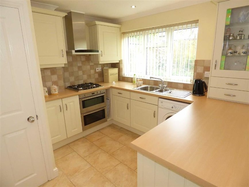 bedroom House - semi-detached for sale in Wildwood  Butters